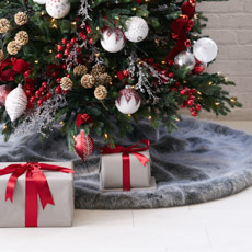 tree skirts - Photos Of Decorated Christmas Trees